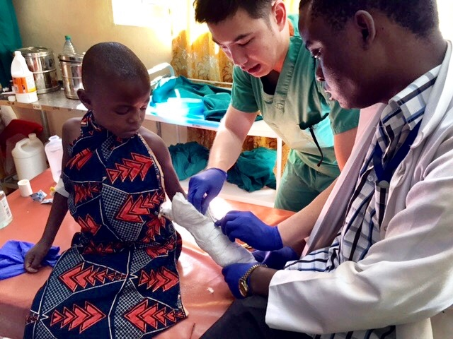 Surgeons working together to treat broken arm in Mwanza, Tanzania