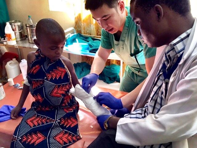 Surgeons working together to treat broken arm in Mwanza, Tanzania